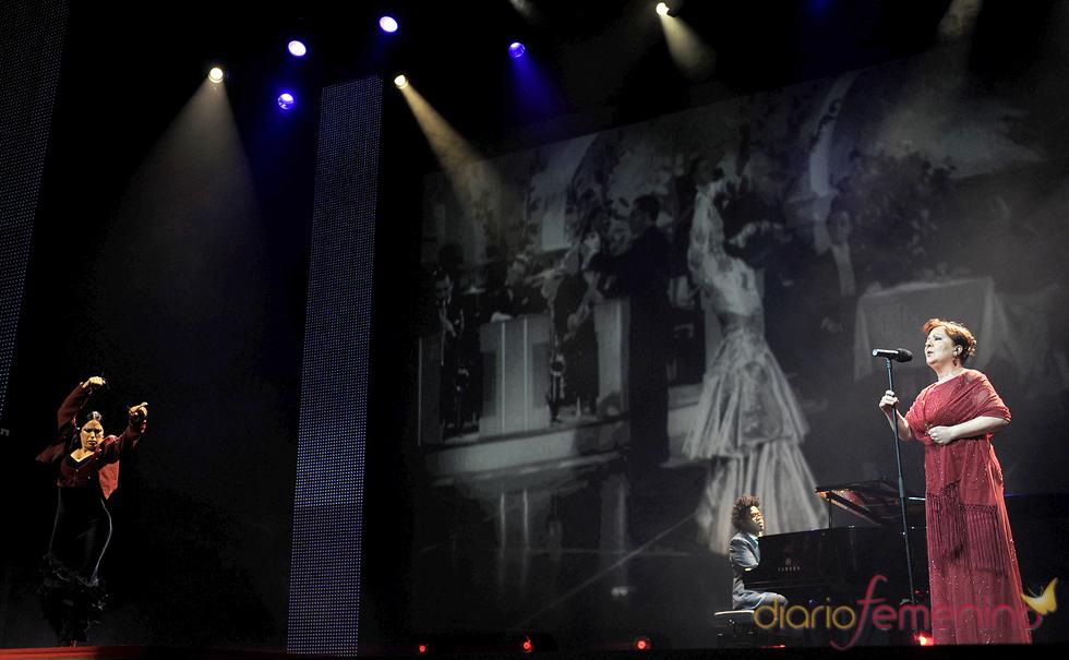 Carmen Linares canta en la gala de los Premios de la Música 2011