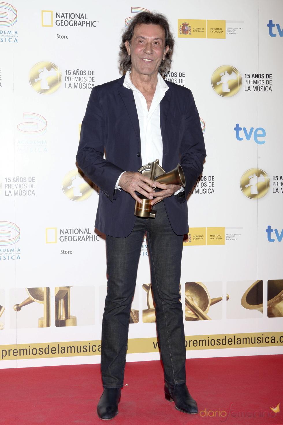 Albert Hammond posa orgulloso con su Premio de la Música 2011