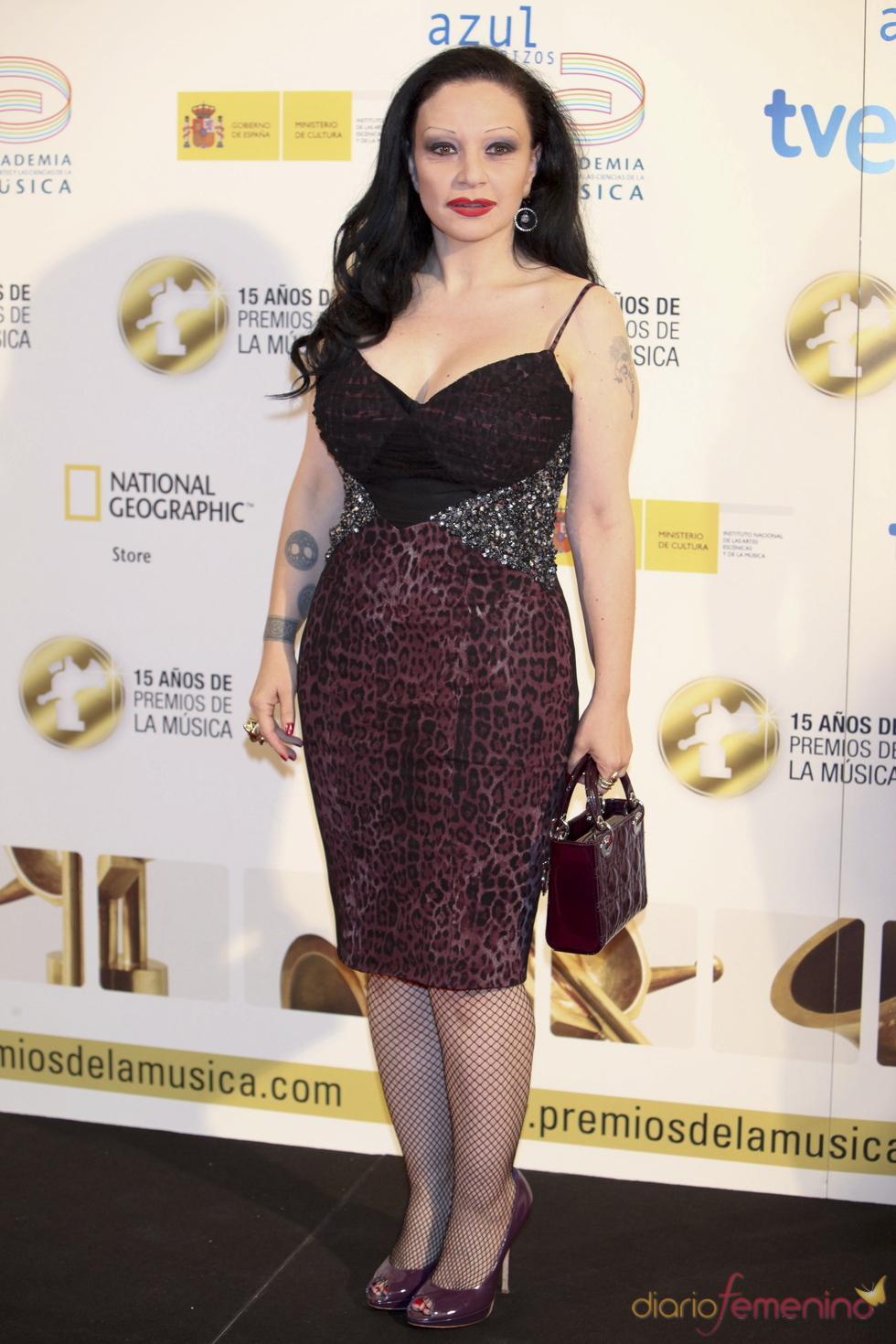 Alaska posa a su llegada a los Premios de la Música 2011