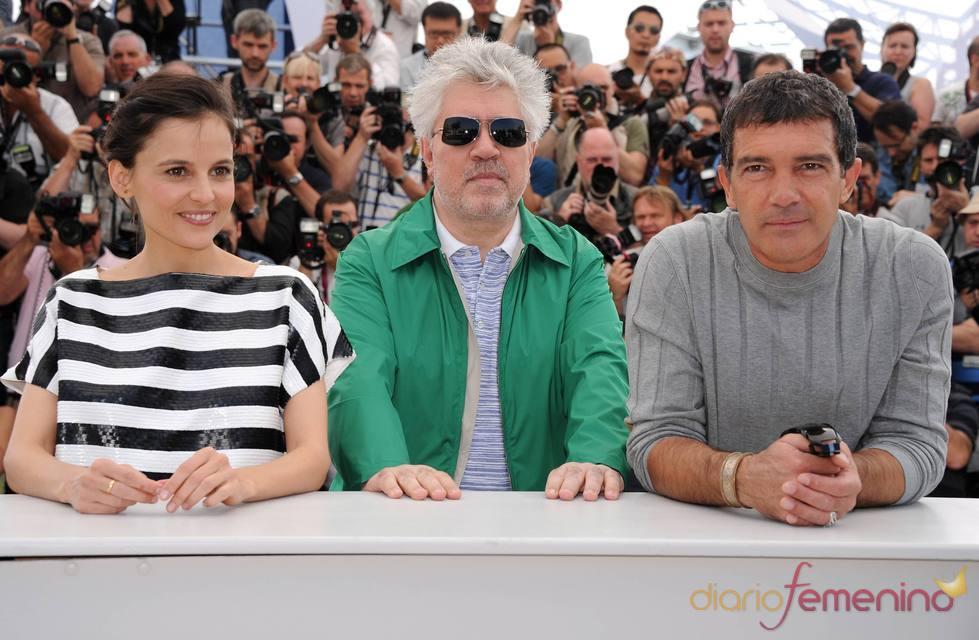 Elena Anaya, Pedro Almodóvar y Antonio Banderas presentan 'La piel que habito' en Cannes