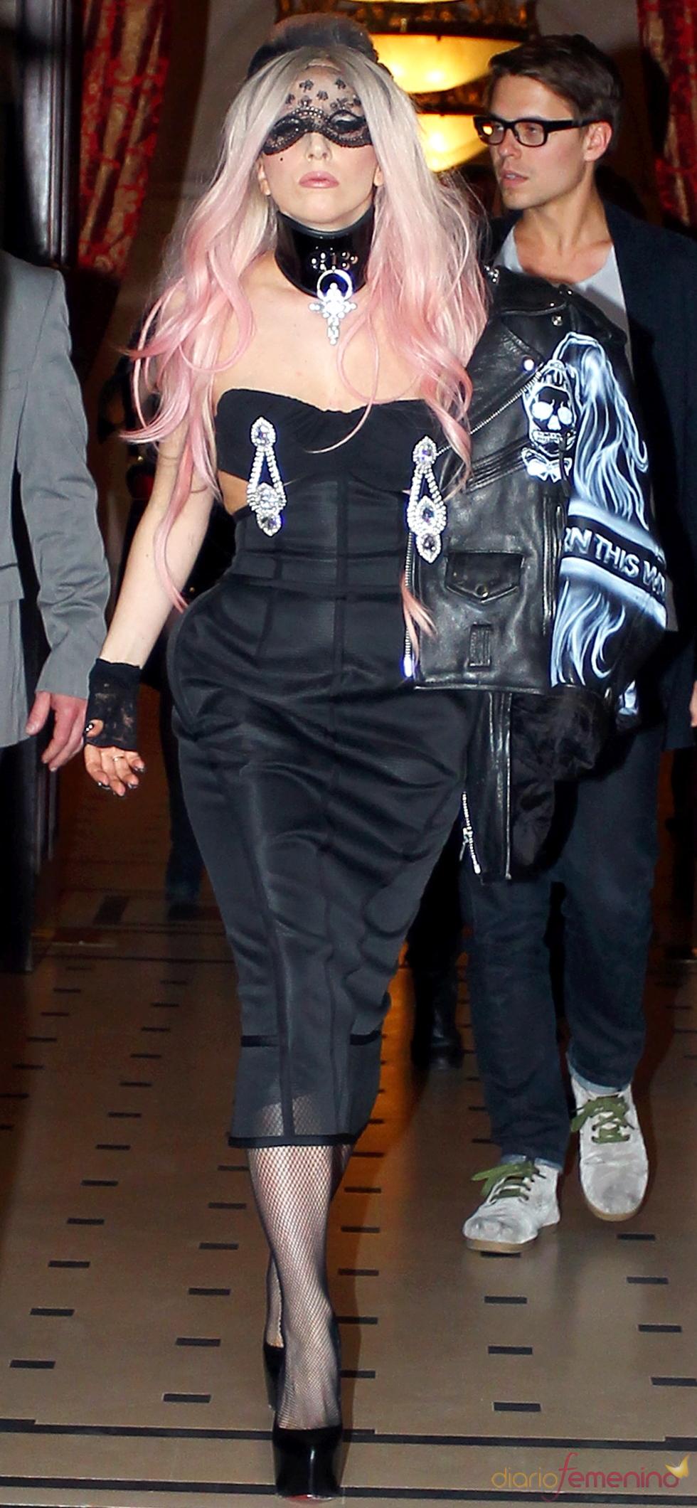 Lady Gaga muestra su particular estilo en Londres