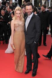 Rachel McAdams y Michael Sheen pasean su amor en la alfombra roja de Cannes 2011
