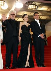 Pedro Almodóvar, Elena Anaya y Antonio Banderas presentan 'La piel que habito' en Cannes