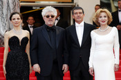 Elena Anaya, Pedro Almodóvar, Antonio Banderas y Marisa Paredes presentan 'La piel que habito' en Cannes