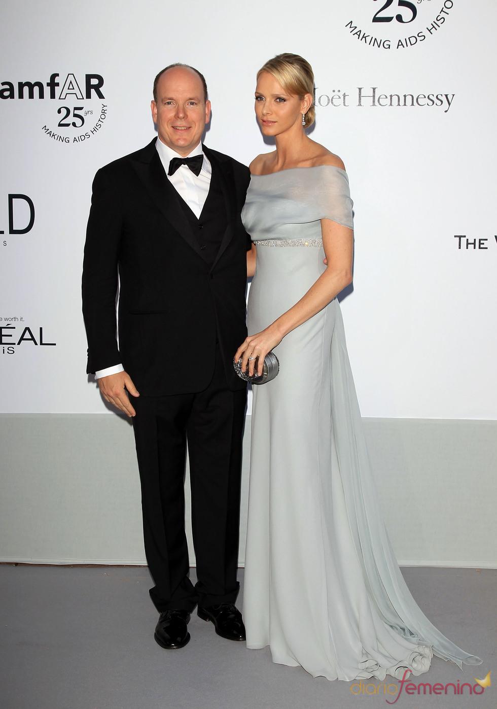 Alberto de Mónaco y Charlene Wittstock en la gala benéfica contra el sida de Cannes 2011