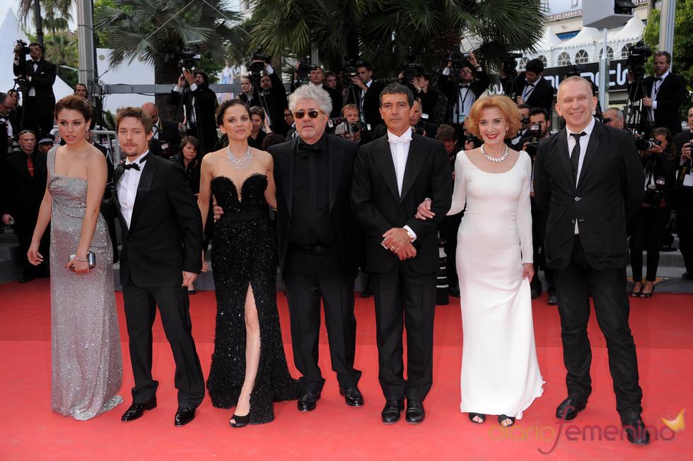 Pedro Almodóvar, Elena Anaya y Antonio Banderas presentan 'La piel que habito' en Cannes 2011