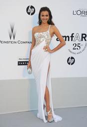Irina Shayk en la gala benéfica contra el sida de Cannes 2011