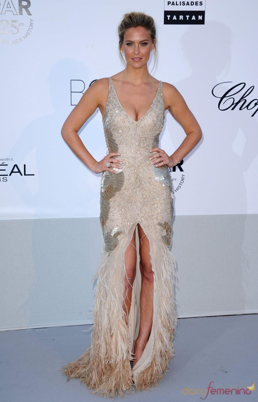 Bar Refaeli en la gala benéfica contra el sida de Cannes 2011