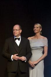 Alberto de Mónaco y Charlene Wittstock se subastan en una gala benéfica