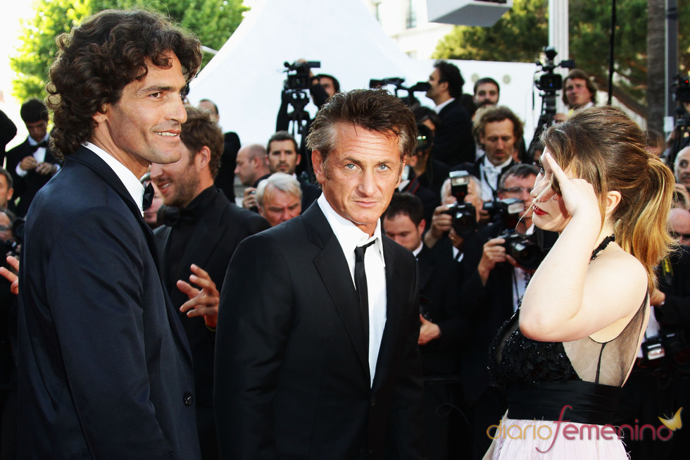 Liron Levo, Sean Penn y Eve Hewson en la premier de 'This must be the place'