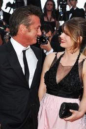Sean Penn y Eve Hewson en la premier de 'This must be the place' en Cannes