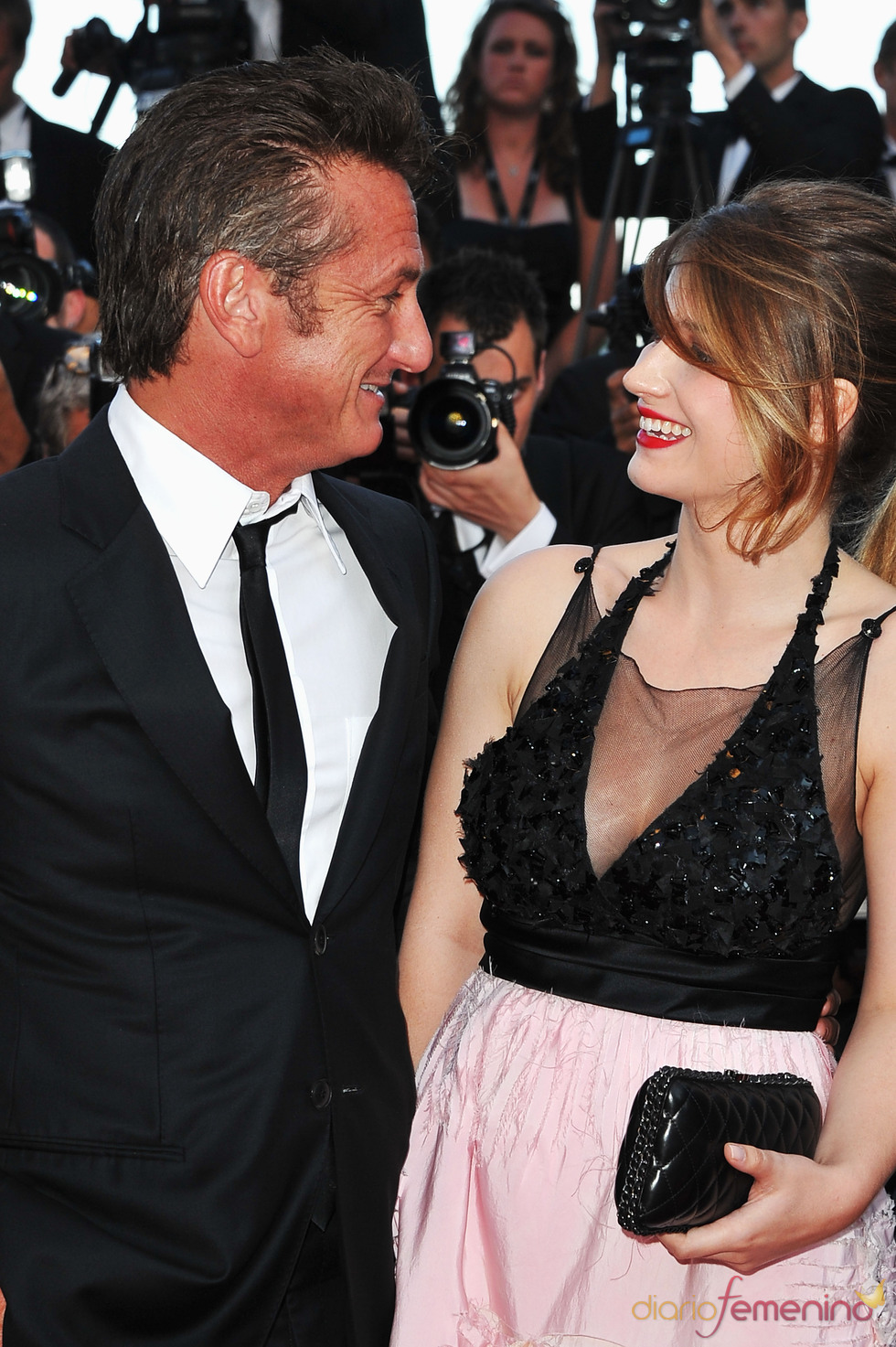 Sean Penn y Eve Hewson en la premier de 'This must be the place' en Cannes