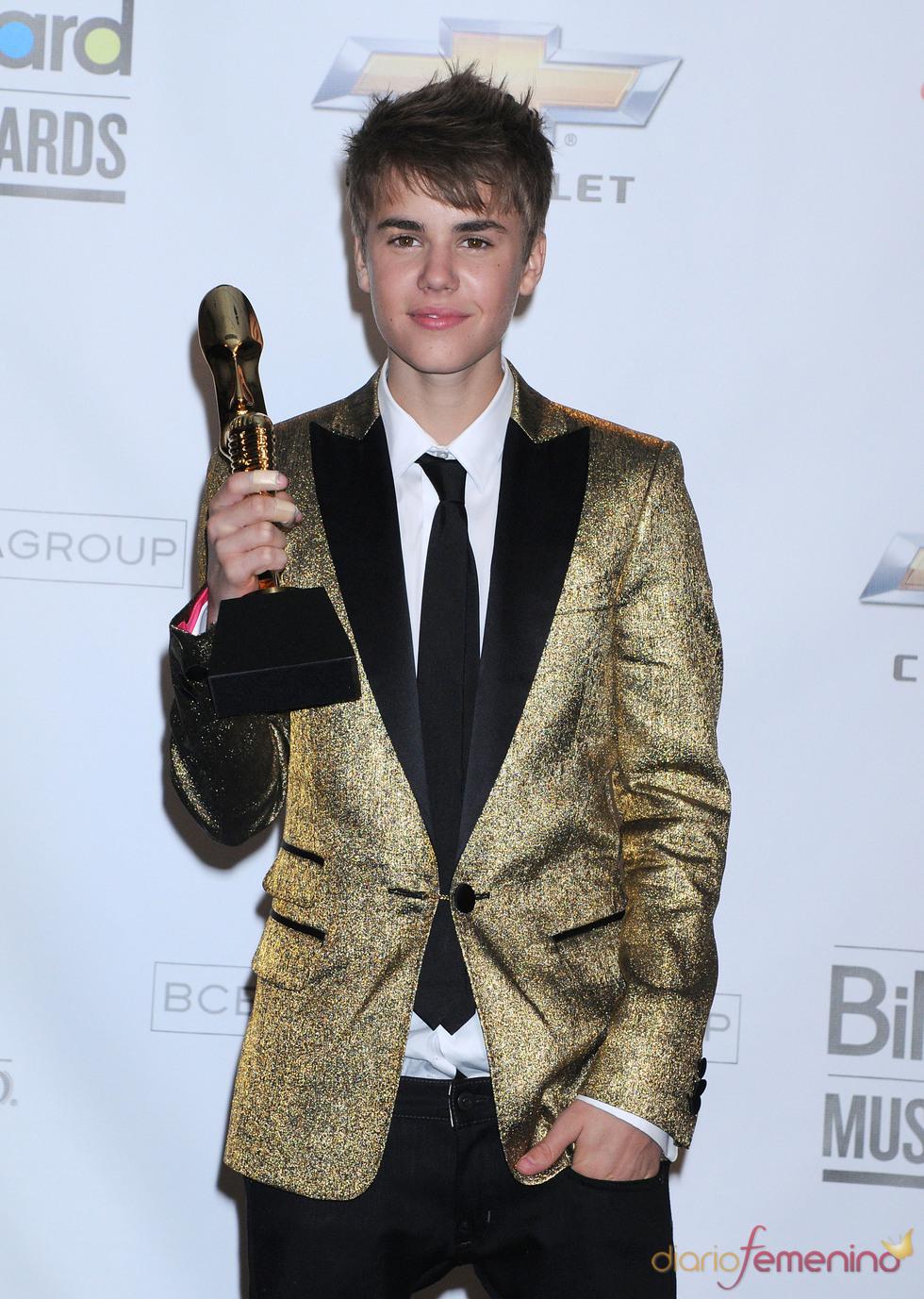 Justin Bieber con su Billboard Music Awards 2011