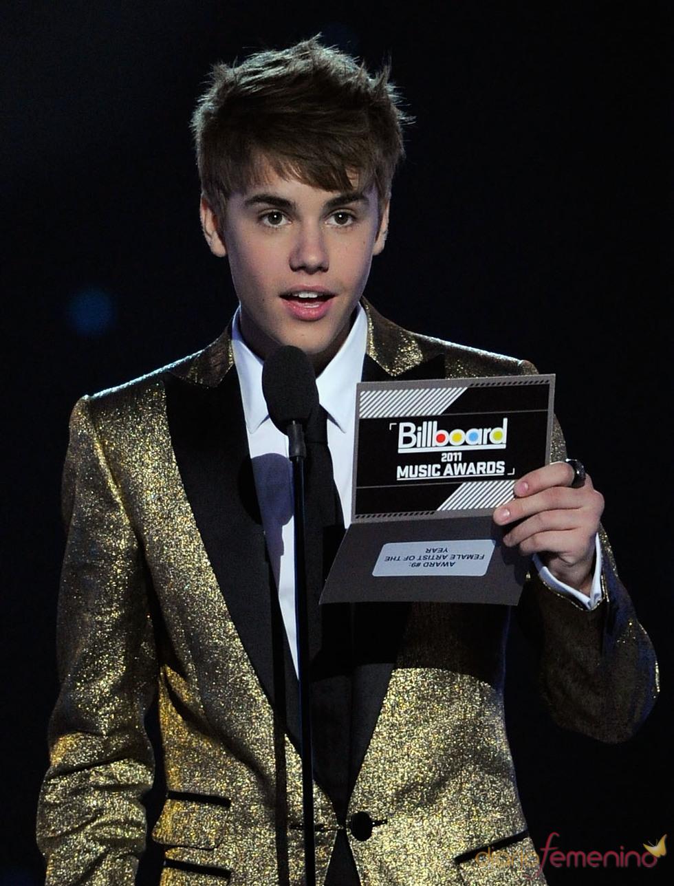 Justin Bieber presenta un Billboard Music Awards 2011