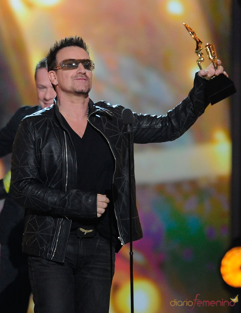 Bono recoge su Billboard Music Awards 2011