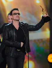 Bono recoge su Billboard Music Awards 2011