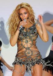 Beyoncé durante su actuación en los Billboard Music Awards 2011