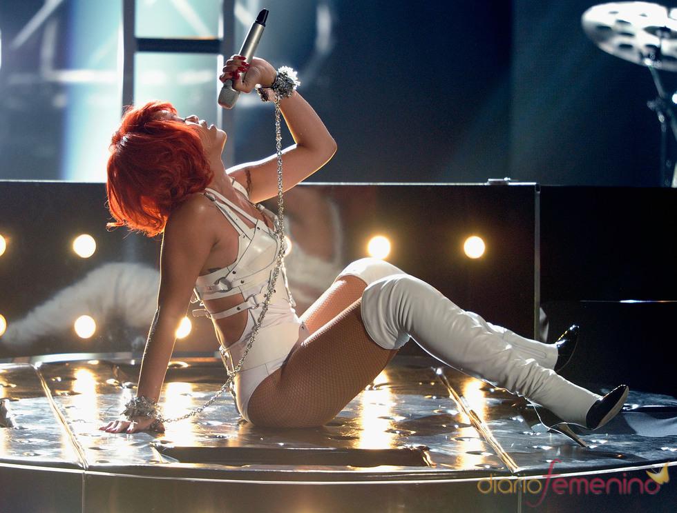 Rihanna durante su actuación en los Billboard Music Awards 2011