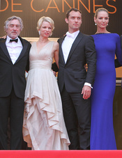Robert de Niro, Jude Law y Uma Thurman en la ceremonia de Clausura de Cannes 2011
