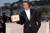 El galardonado Jean Dujardin en la ceremonia de Clausura de Cannes 2011