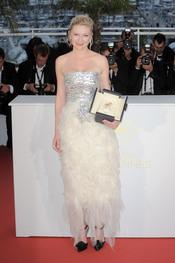 La galardonada Kirsten Dunst en la ceremonia de Clausura de Cannes 2011