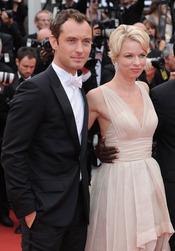 Jude Law y Linn Ullman en la ceremonia de Clausura de Cannes 2011