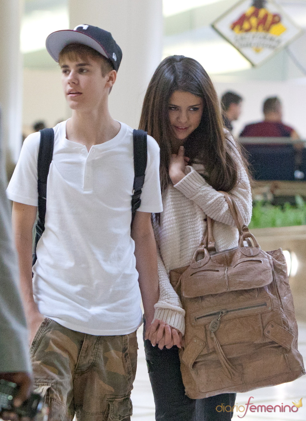 Justin Bieber y Selena Gomez en el aeropuerto de Los Ángeles