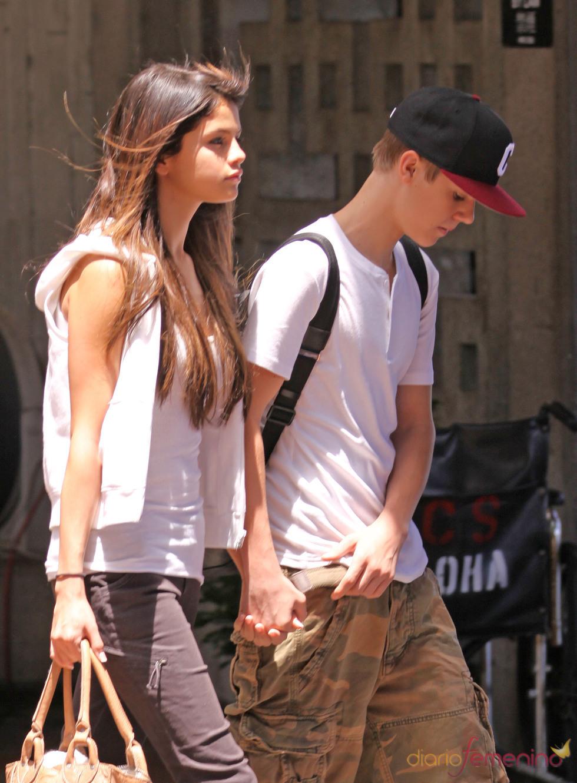 Justin Bieber y Selena Gomez llegan a Hawai