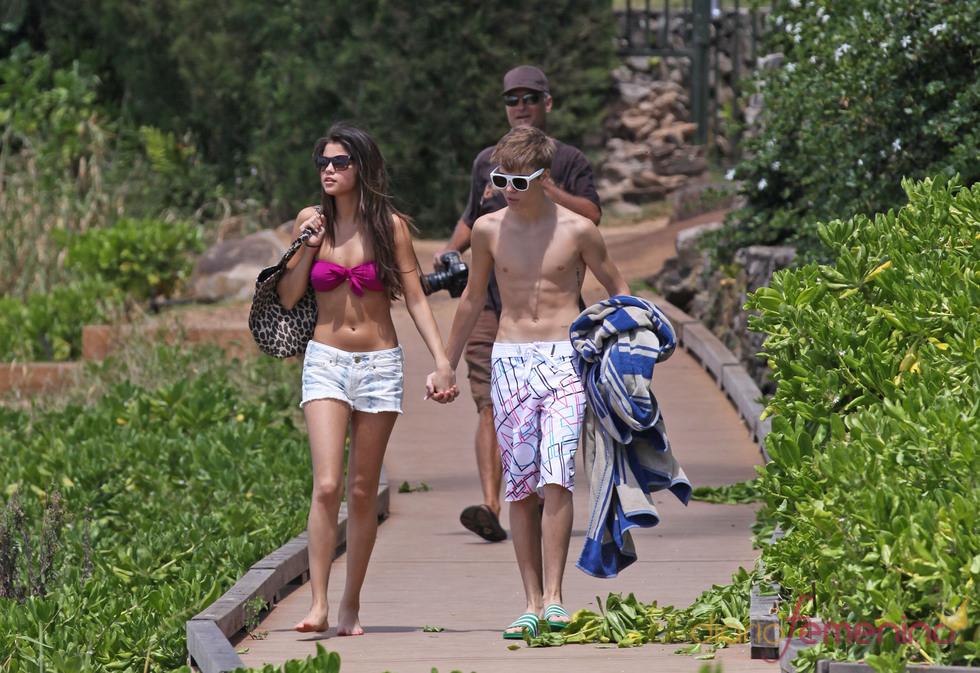 Justin Bieber y Selena Gomez cogidos de la mano por Hawai