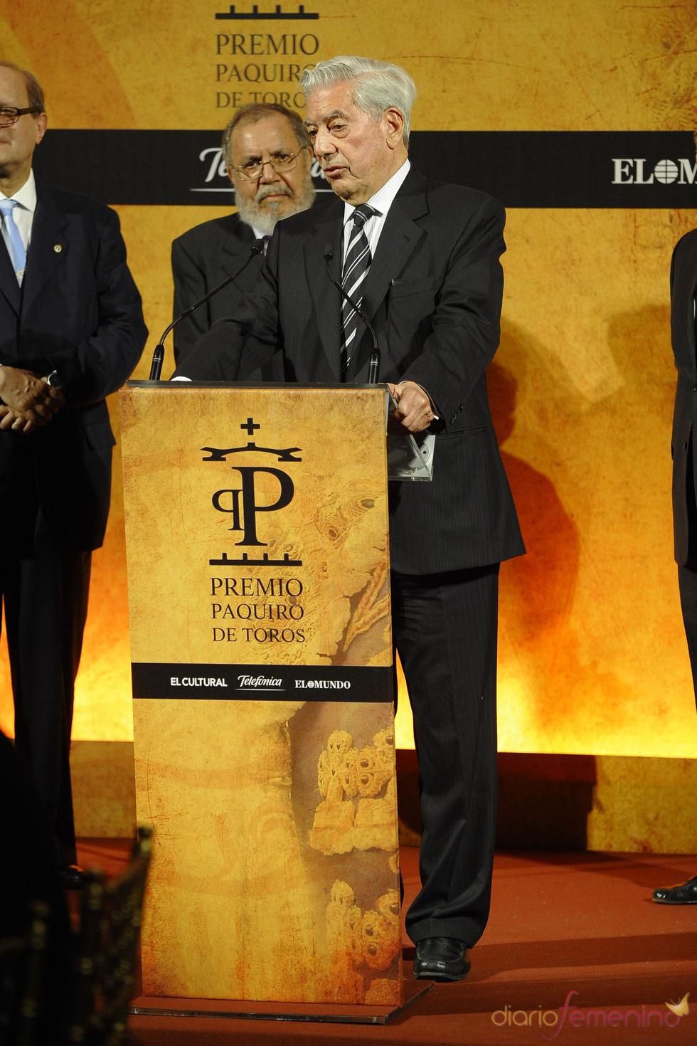 Mario Vargas Llosa recoge el Premio Paquiro 2011