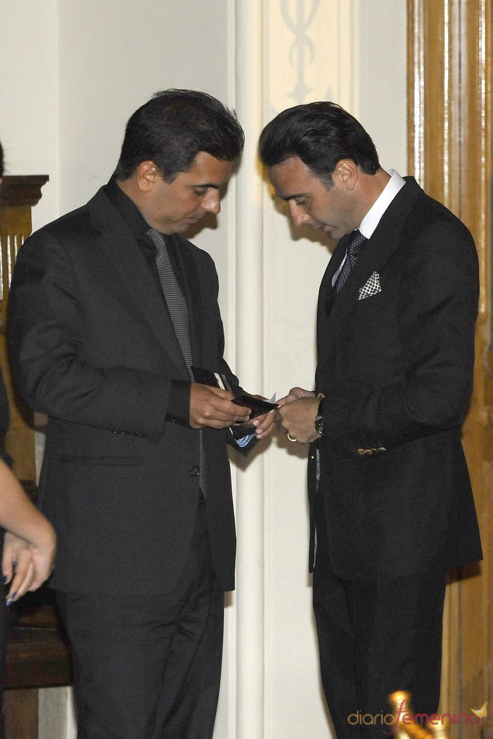 Gonzalo Vargas Llosa y Enrique Ponce en los Premios Paquiro 2011