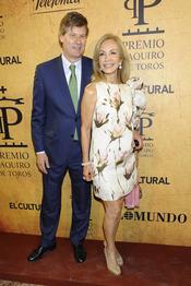 Carmen Lomana y su novio en los Premios Paquiro 2011