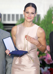 Eva González recibe el premio 'Diputación de Sevilla'