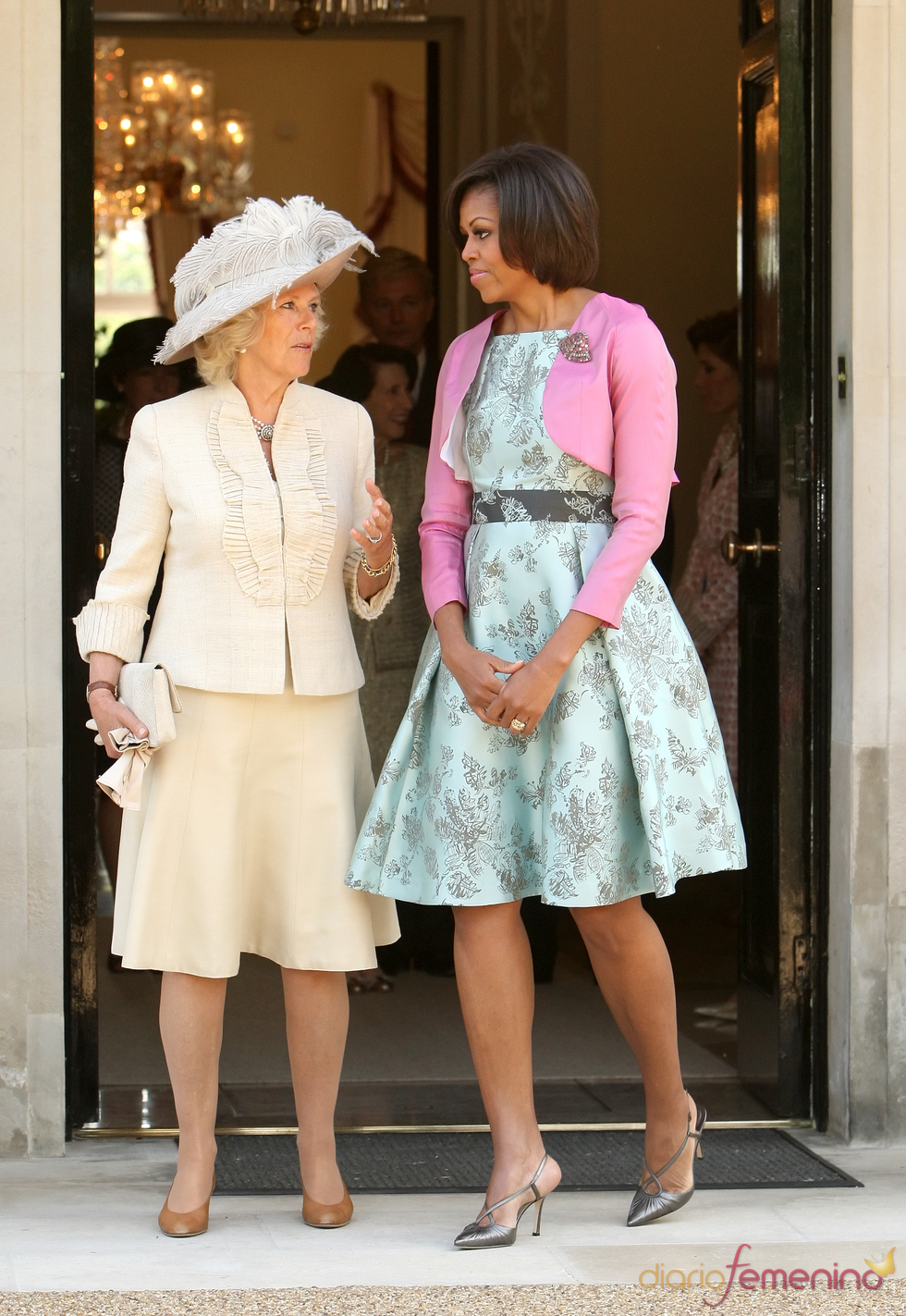 Michelle Obama charla con Camilla Parker Bowles durante su visita a Londres