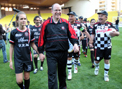 Alberto de Mónaco organiza un partido de fútbol solidario