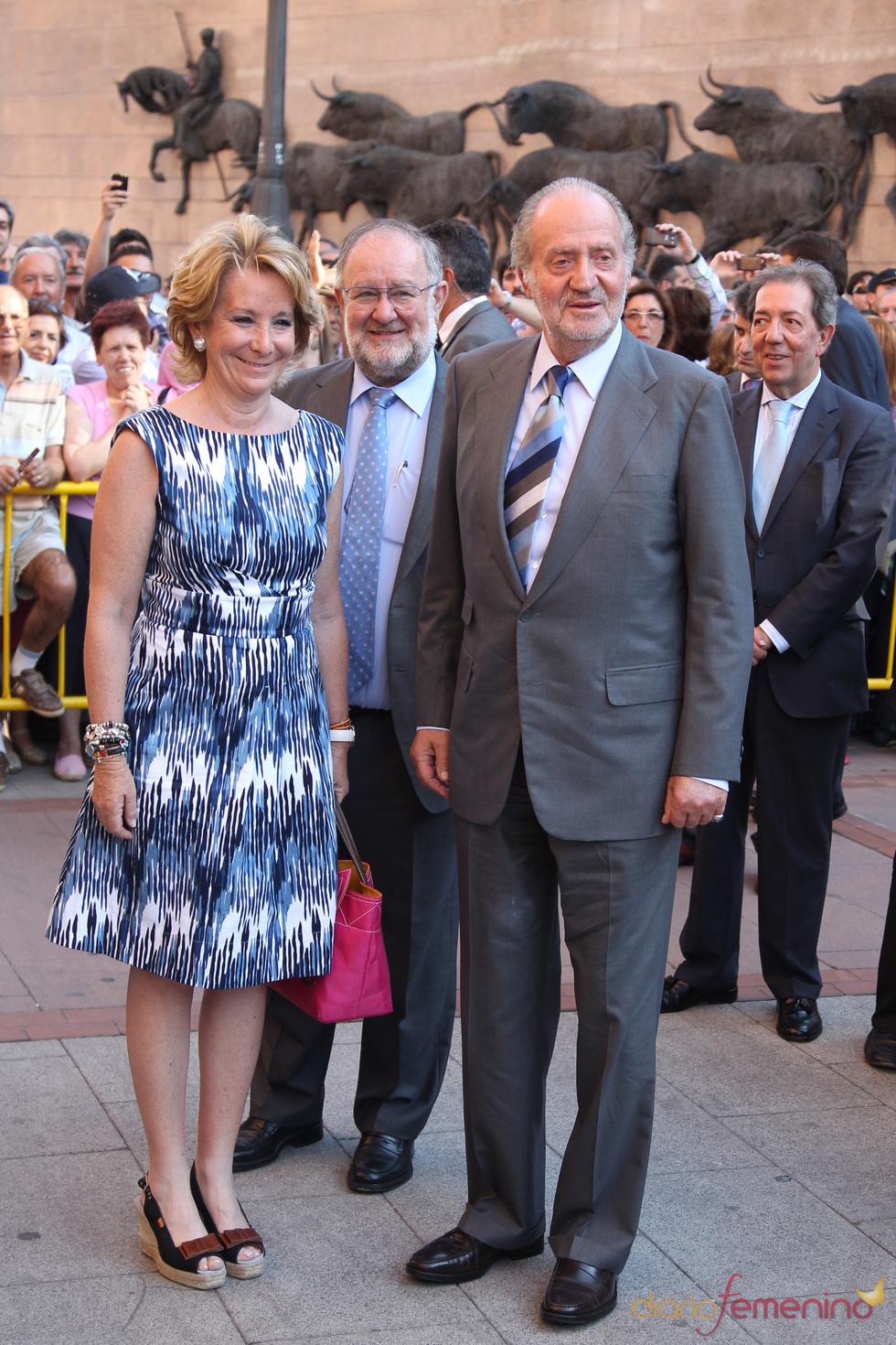 El Rey Juan Carlos y Esperanza Aguirre en la Corrida de la Prensa de Las Ventas