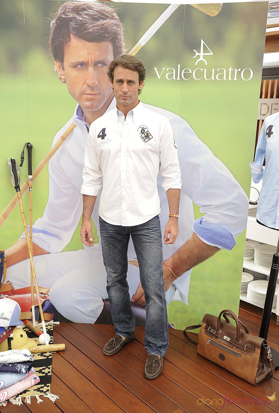 Álvaro Muñoz Escassi presenta una colección de ropa
