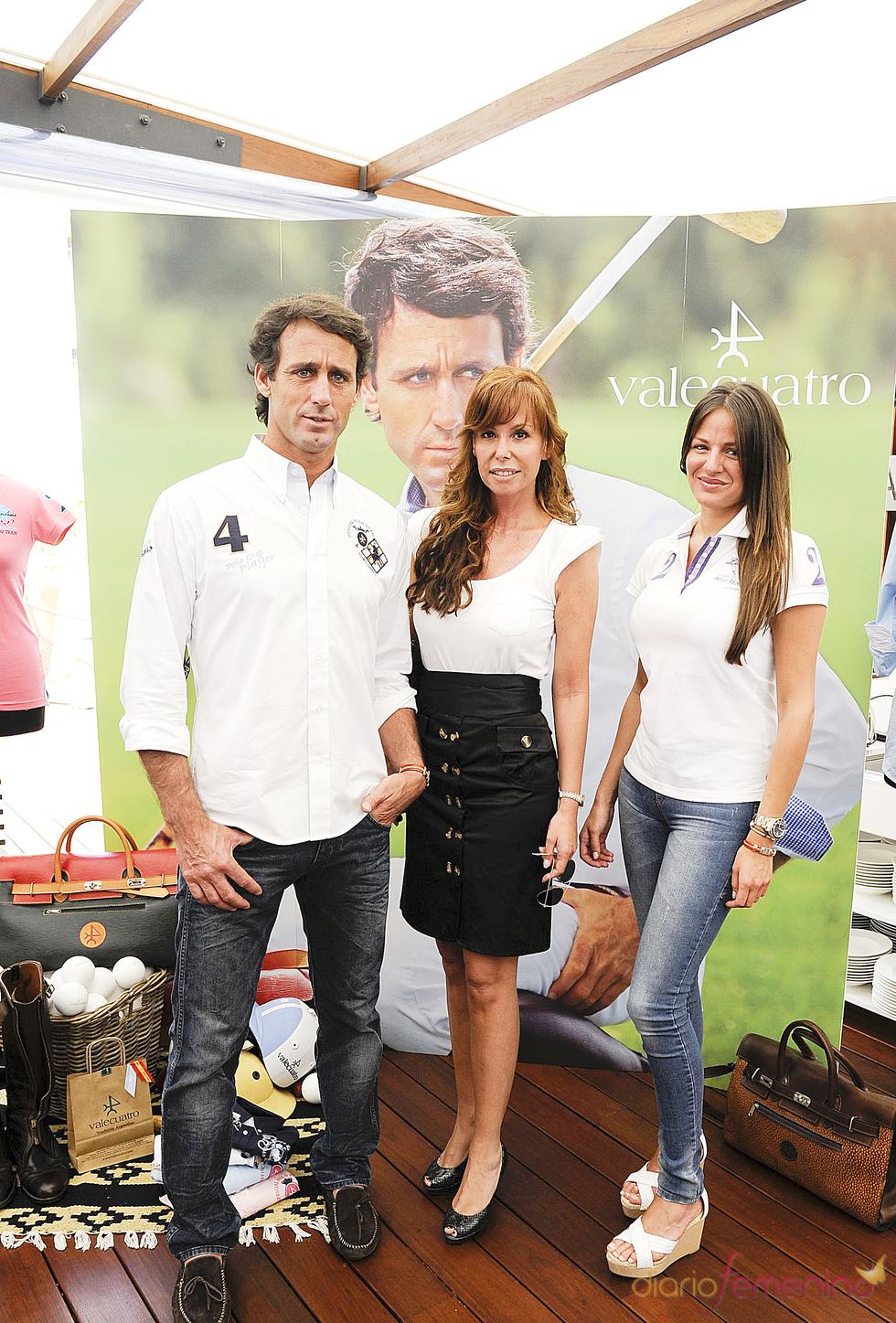Álvaro Muñoz Escassi, Lara Dibildos y su novia Patricia