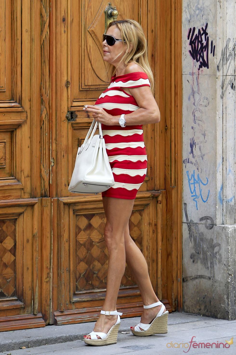 Ana Obregón pasea por las calles de Madrid