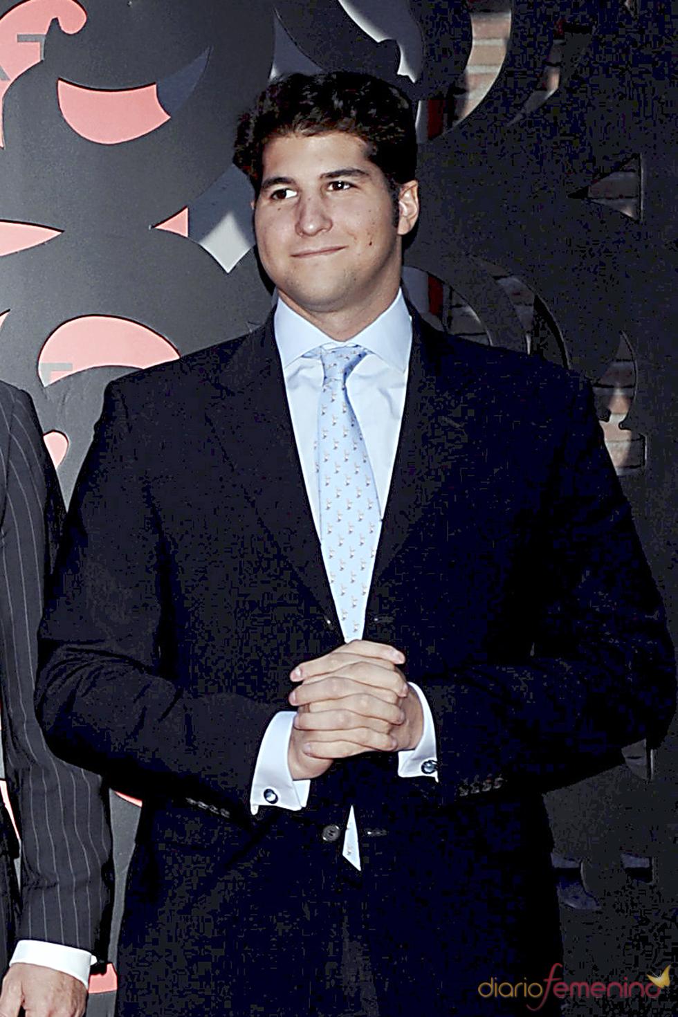 Julián Contreras Jr. en la presentación de una joyería