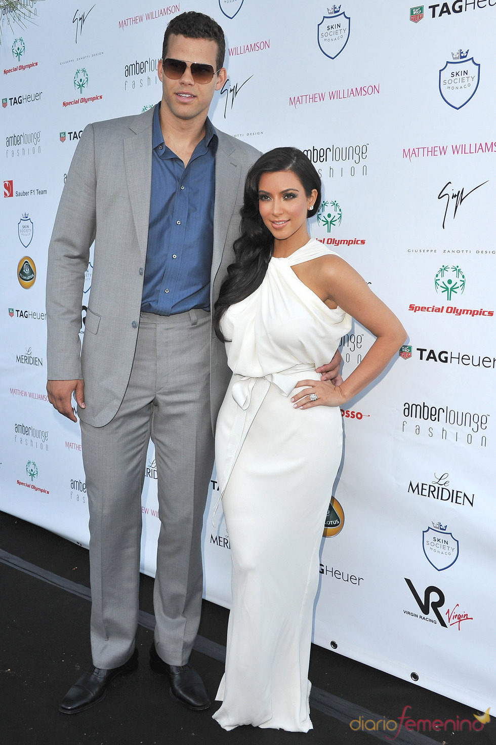 Kim Kardashian y su prometido en el Amber Lounge Fashion 2011