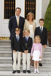 Miguel Urdangarín con sus hermanos y sus padres, Iñaki Urdangarín y la infanta Cristina