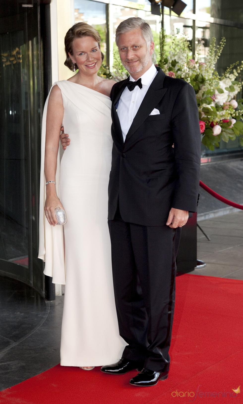 Los príncipes Phillipe y Mathilde de Bélgica en el cumpleaños de Máxima de Holanda