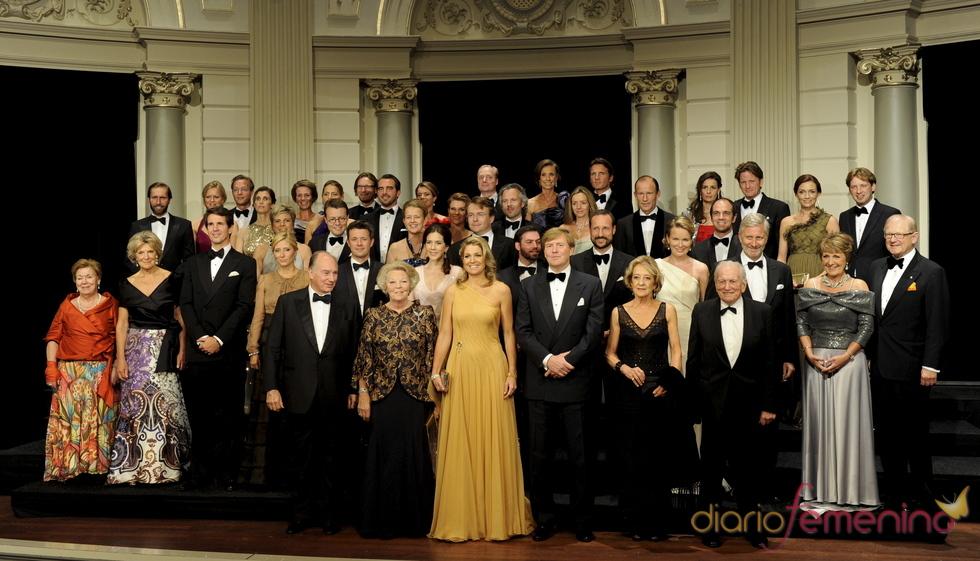 Foto de familia 'real' durante el cumpleaños de Máxima de Holanda