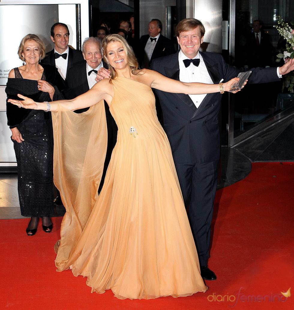 El príncipe Williem Alexander acompaña a Máxima de Holanda el día de su cumpleaños