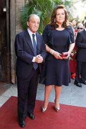 José María García y su mujer Monserrat Fraile en la boda de Carmen Solís Tello