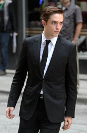 Robert Pattinson trajeado durante el rodaje de 'Cosmóplis'