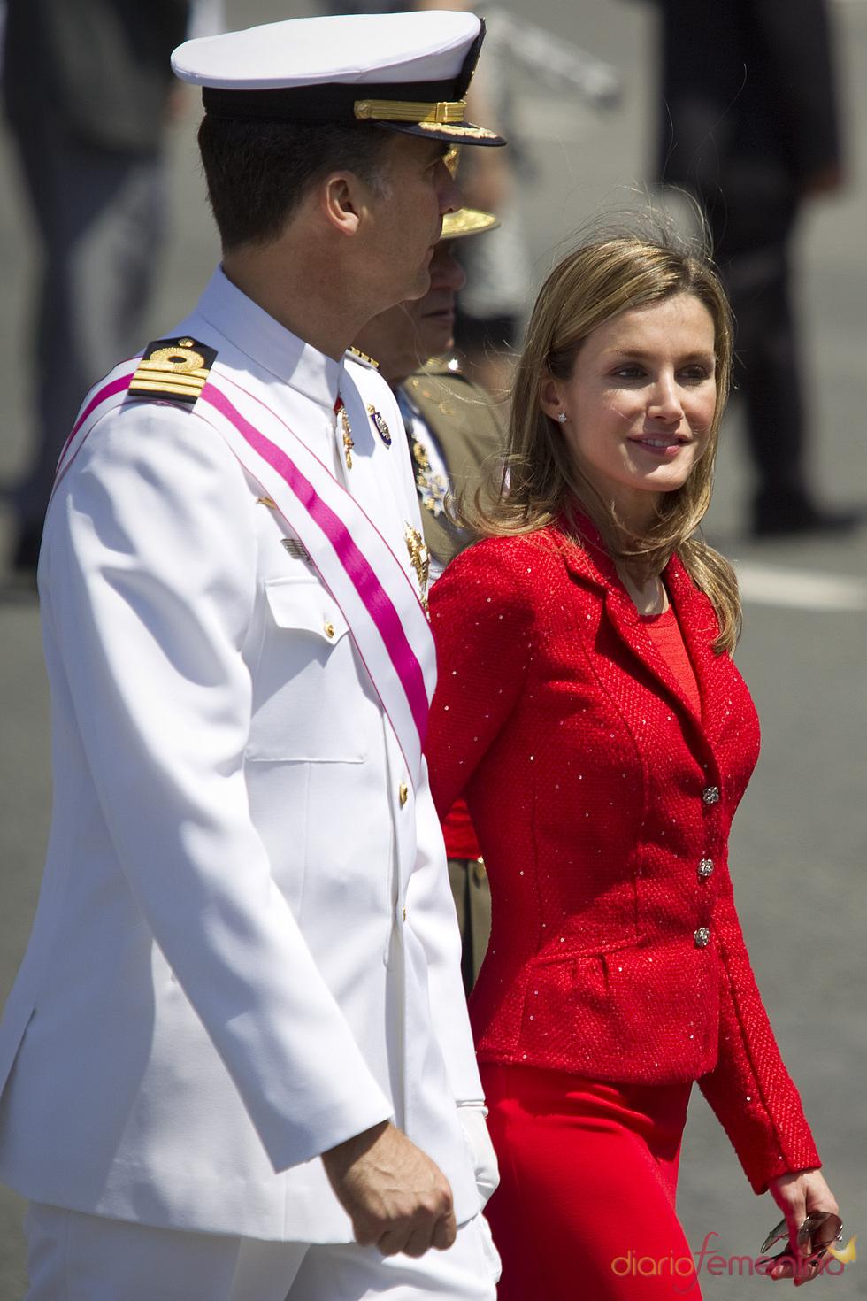 La princesa Letizia y el príncipe Felipe en el Día de las Fuerzas Armadas