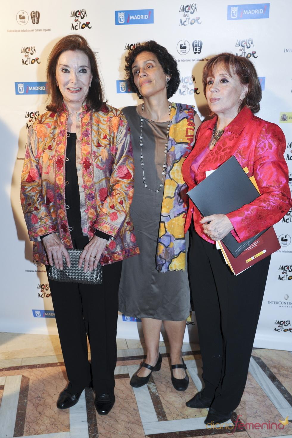 Nuria Espert y Julia Trujillo durante los Premios de la Fundación Casa del Actor 2011