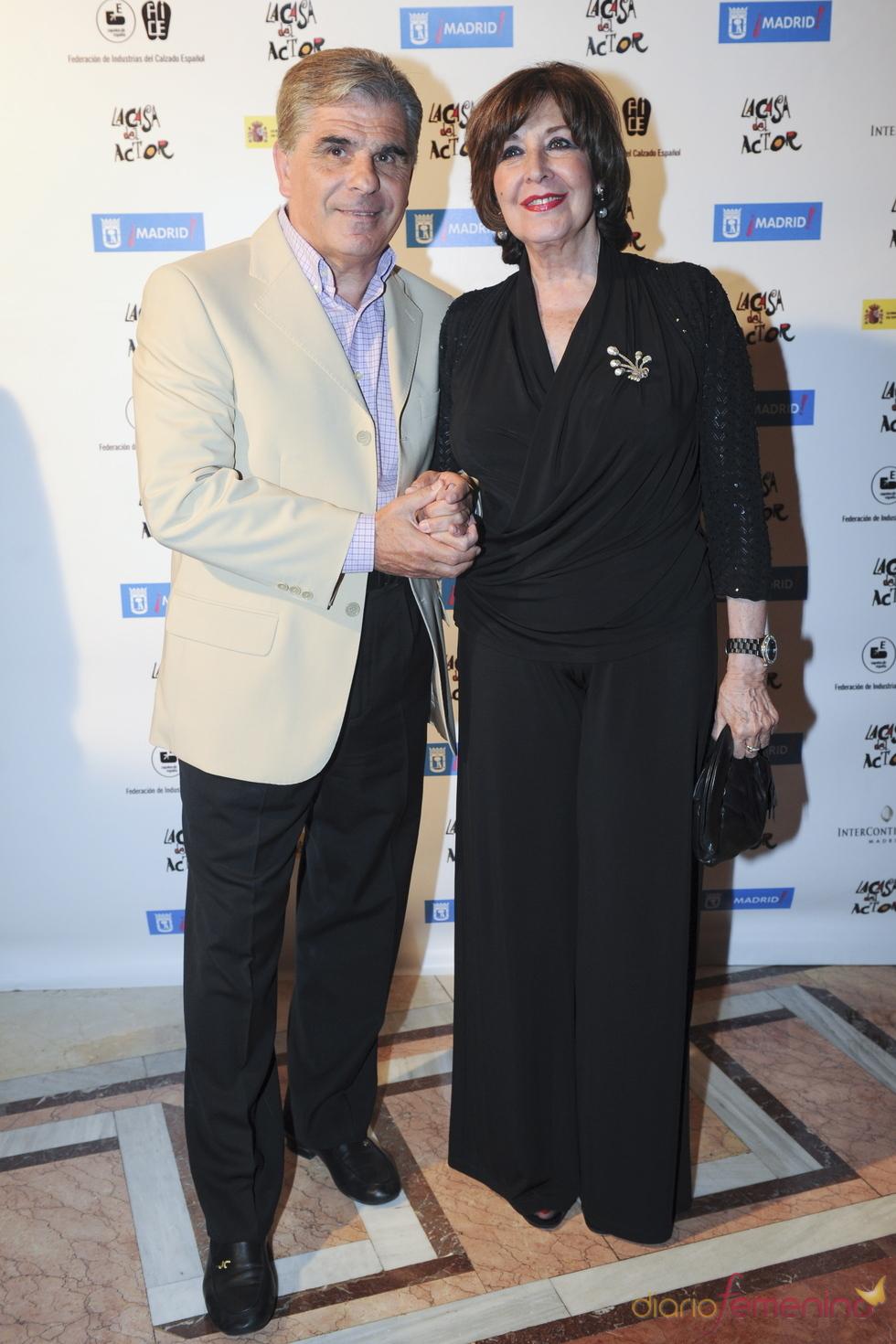 Pedro Ruiz y Concha Velasco durante los Premios de la Fundación Casa del Actor 2011